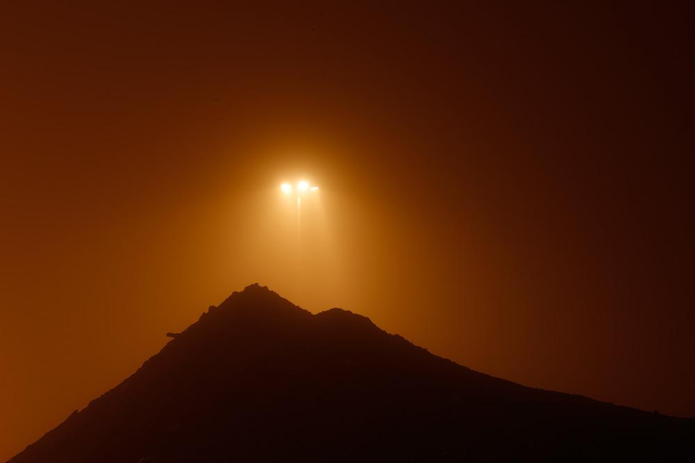 стройка стадиона в Волгограде ночью в тумане