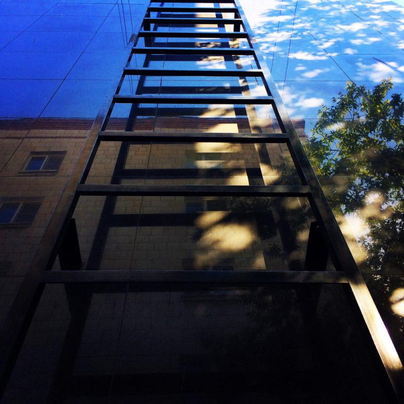 Фотография лестницы с загадкой